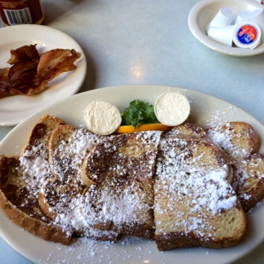 Marti Arflin Smith's photo of Grab Good Eats at Elmo's Diner